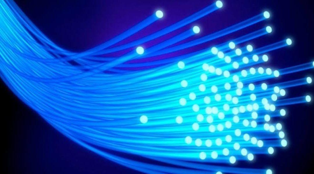 Físicos chilenos buscan mejorar el envío de información en fibra óptica